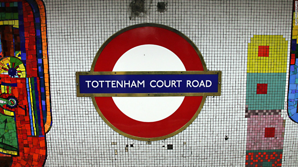 Metrô da rua de eletrônicos Tottenham Court Road