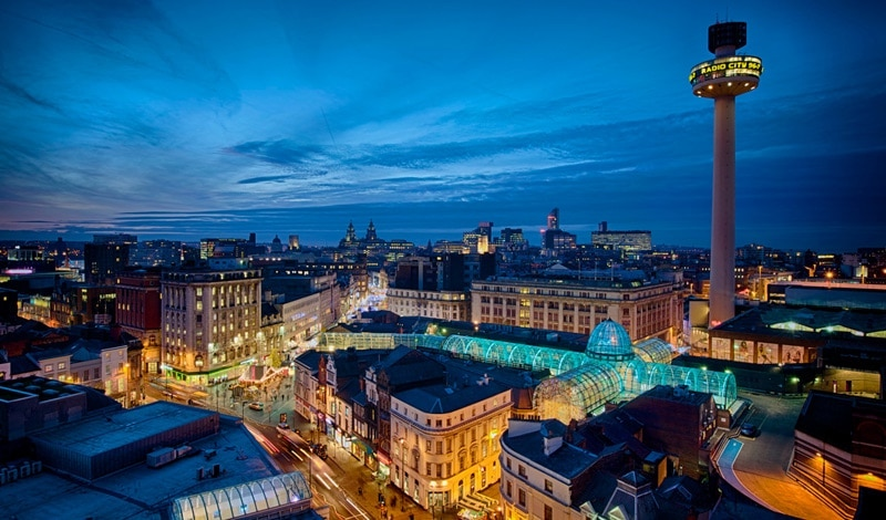 Vista aérea de Liverpool à noite