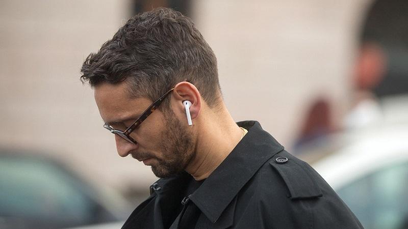 AirPods da Apple em uso