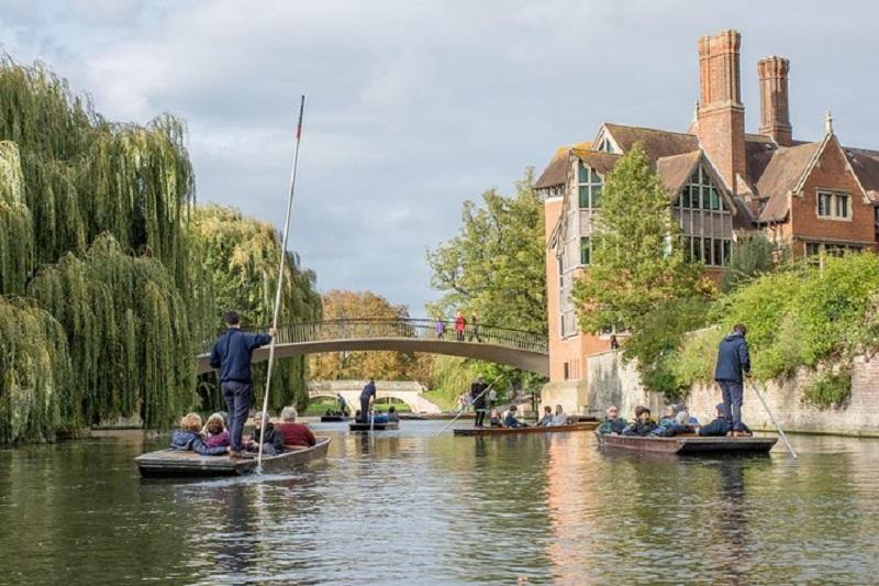 Passeio no lago em Cambridge